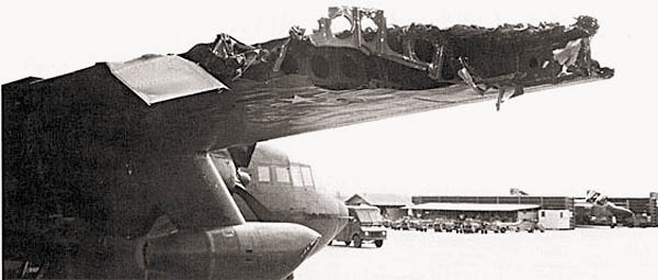 Последствия попадания 57-мм зентиного снаряда в крыло AC-119K