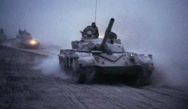 Танки Т-72М армии Ирака выдвигаются к фронту (1985 г.)