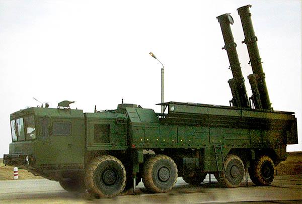 Самоходная пусковая установка комплекса «Искандер-К» с двумя крылатыми ракетами