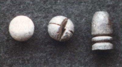 6-линейные пули к отечественным дульнозарядным ружьям: сферическая свинцовая; сферическая свинцовая с крестообразным надрезом; конструкции Панкратова образца 1854 г.