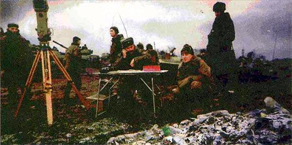 25 декабря 1999 года. НП начальника артиллерии на мусорной свалке (Старопромысловский район). Боевики в 2,5 км впереди на высоте отм. 284.4