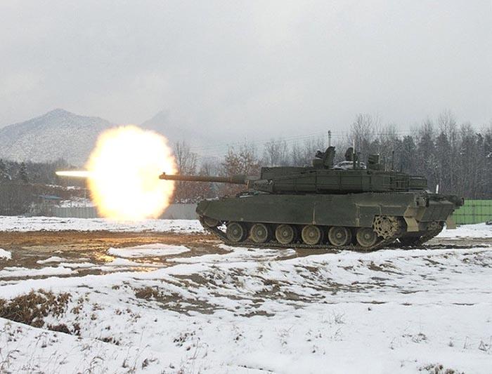 Ведение огня из пушки танка K2 «Black Panther»