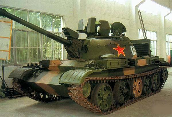 Модернизированный танк «Тип 62-I» с дополнительной защитой зенитного пулемета