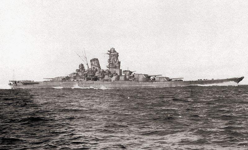 Японский супер-линкор «Ямато» во время испытаний. 30 октября 1941 г.
