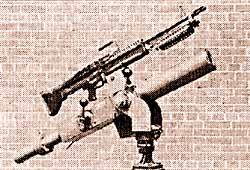 Установка 7,62-мм пулемета М60 вместе с 60-мм минометом на одной тумбе