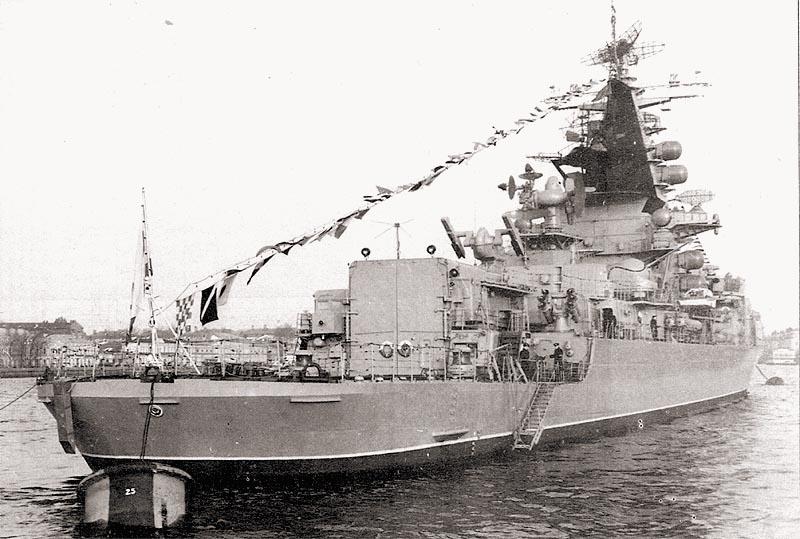 БПК «Севастополь» на военно-морском параде в Ленинграде. Ноябрь 1969 г.
