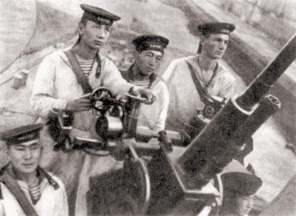 Расчет 37-мм зенитного автомата крейсера «Киров», 1942 г.