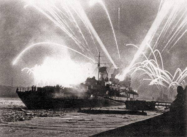 «Киров» и другие корабли Балтфлота салютуют в честь окончательного прорыва блокады Ленинграда, 27 января 1944 г.