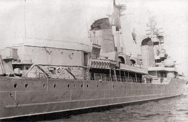 В 1960-е гг., после превращения крейсера в учебный корабль, на кормовой надстройке вместо батареи 37-мм автоматов В-11 было сооружено дополнительное помещение